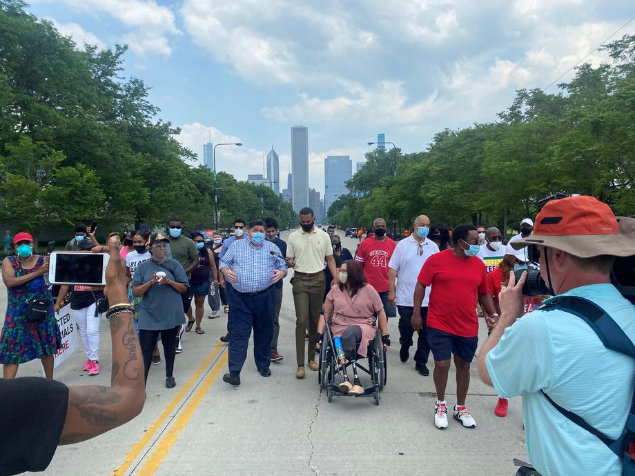 Duckworth Celebrates Juneteenth at Chicago Demonstration, Calls for Racial Justice
