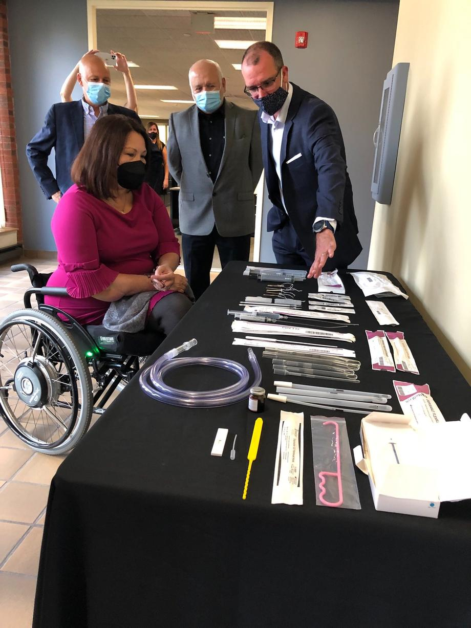 In Illinois, Duckworth Commemorates National Manufacturing Day 2021 During MedGyn Tour